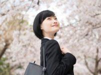 桜と就活生の女性39