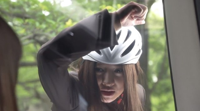 自転車で小夏のタクシーを追う大前春子