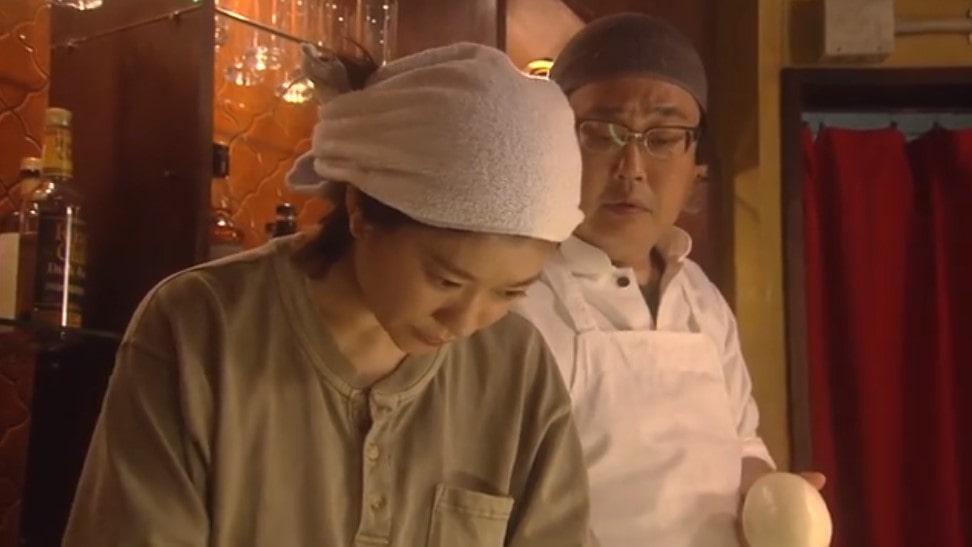 牟田の指示でカレーを作る大前